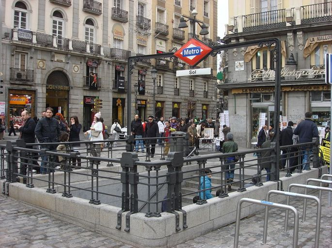 800px-madrid_metro_sol_station_030